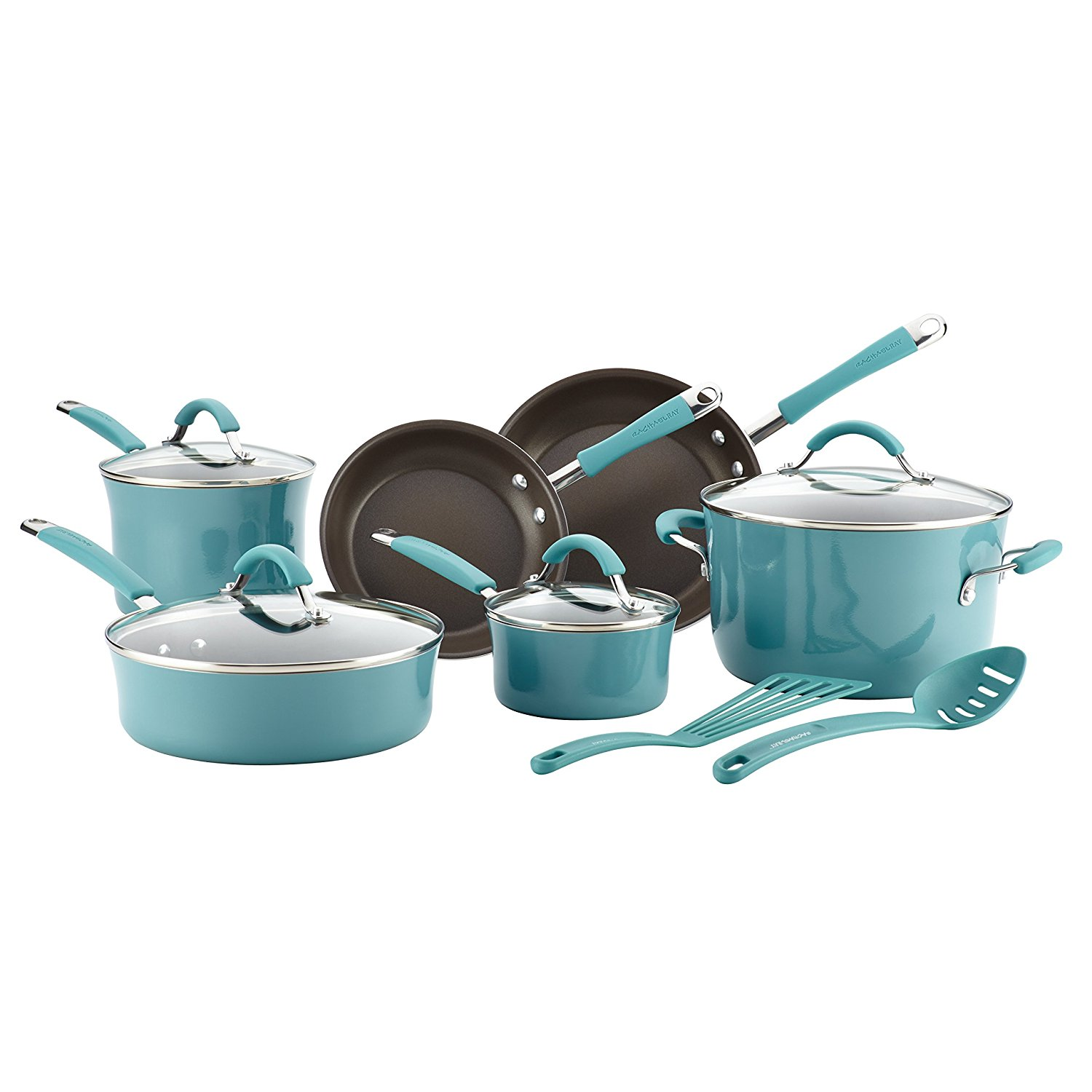 This stylish cookware set is a welcome addition to inviting serveware